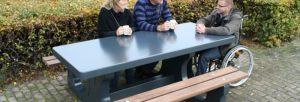 rolstoeltoegankelijke-betonnen-picknicktafel